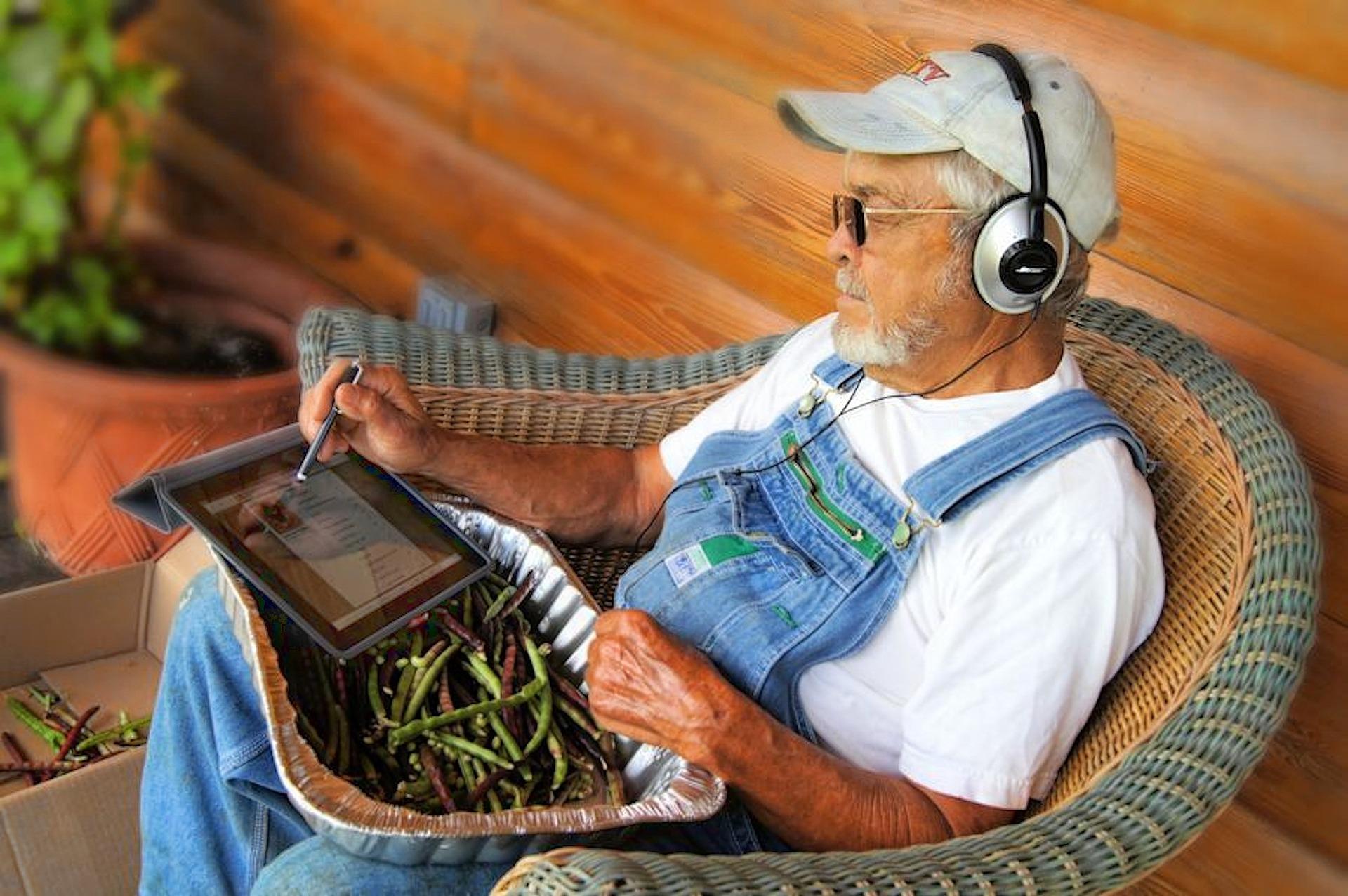 Senioren: Gegen Langweile helfen Podcasts